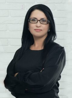 Неля Романовська